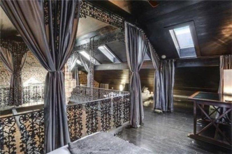 Un espace privé créé grâce au plafond-cathédrale